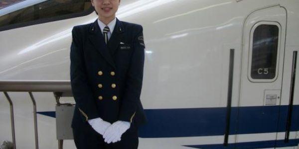 Române, ia aminte! Poveste uimitoare de politețe într-un tren din Japonia